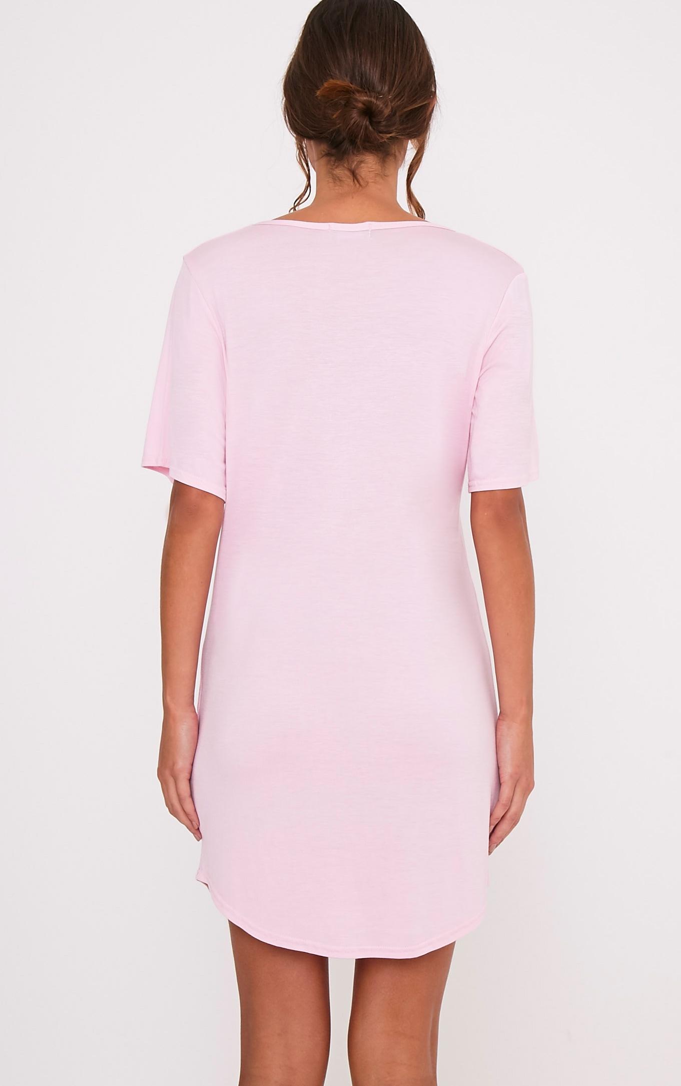 Chemise de nuit surdimensionnée rose bonbon à slogan Always a Bridesmaid 2