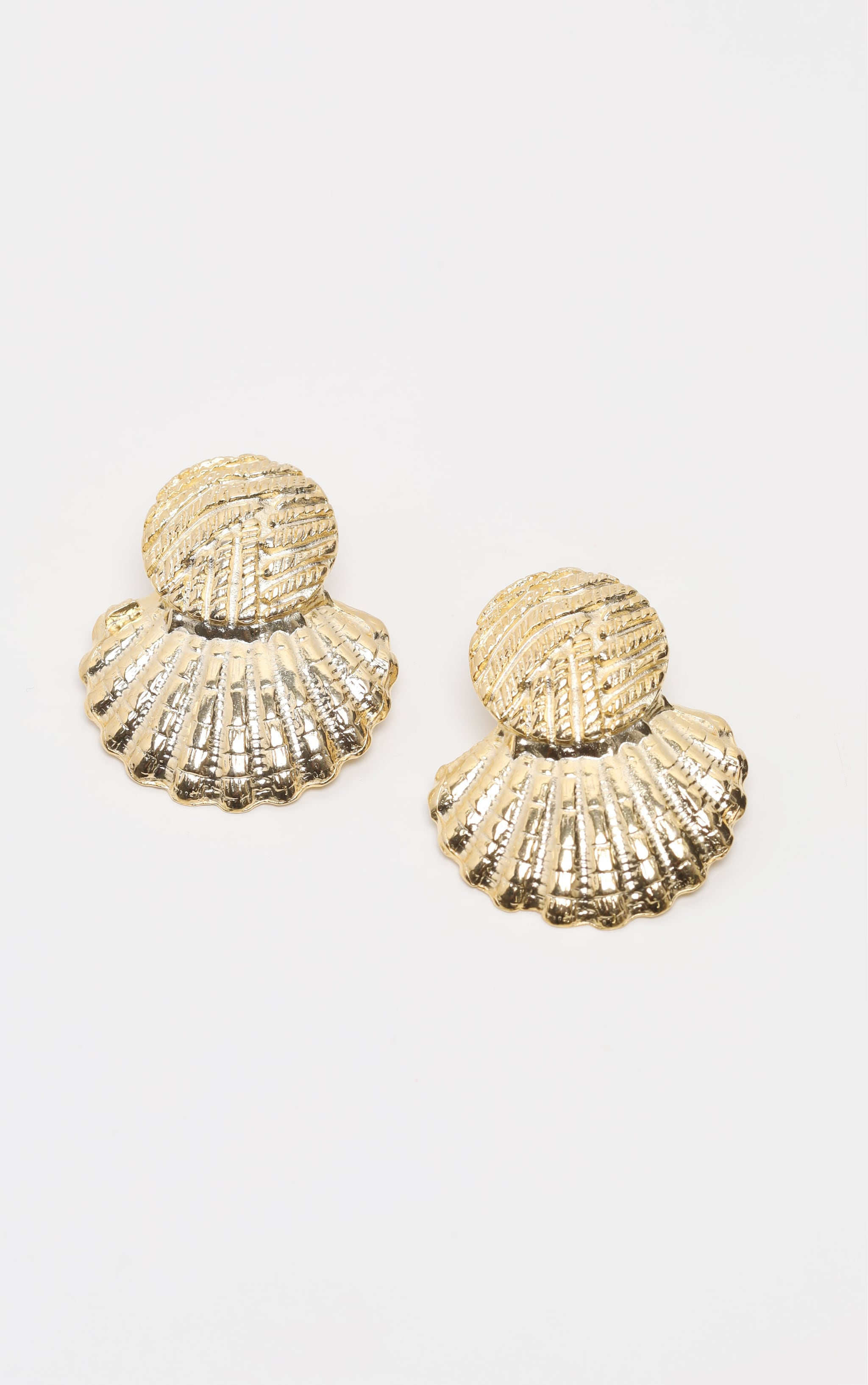 Gold Hammered Shell Earring 2