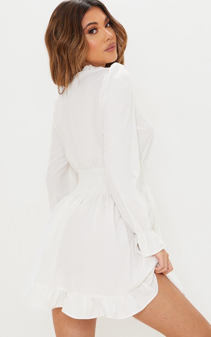 Robe chemise blanche resserrée à la taille 2
