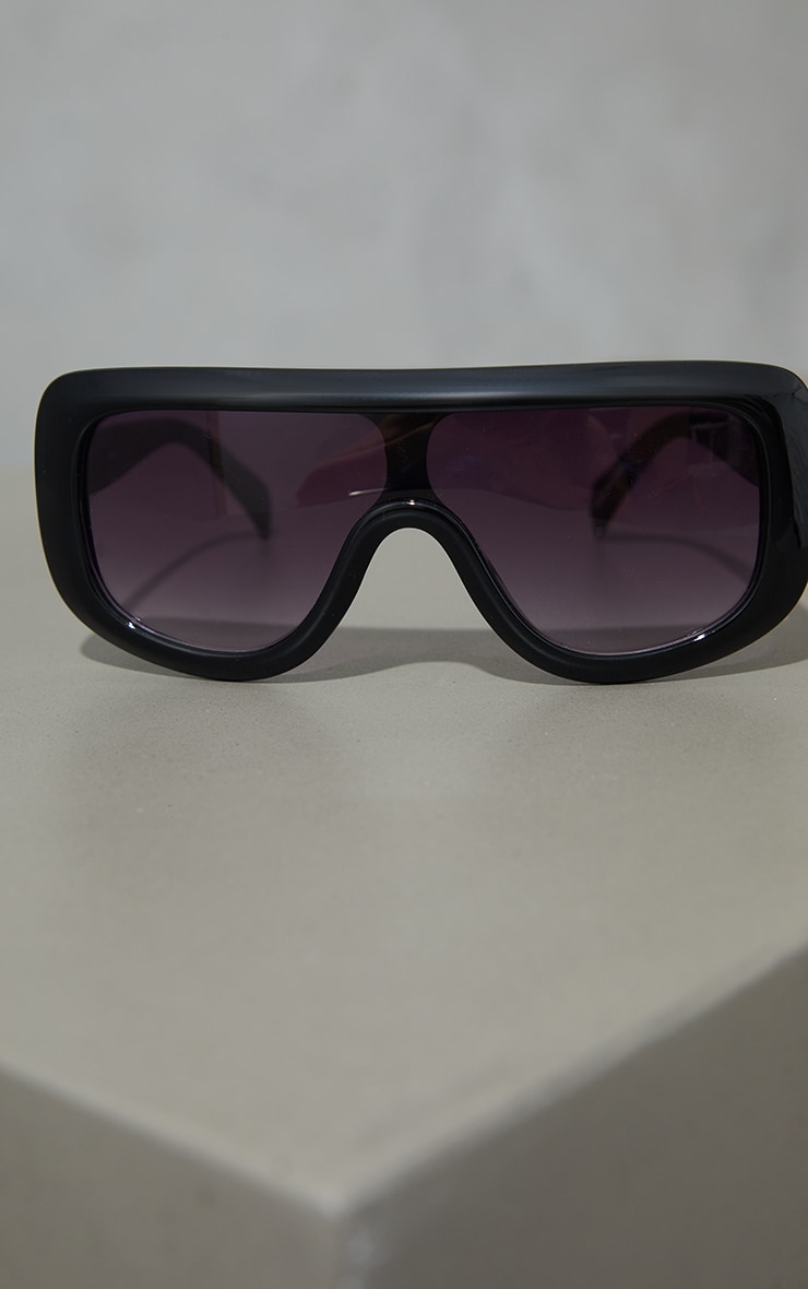 Black Chunky Rounded Square Frame Sunglasses 2