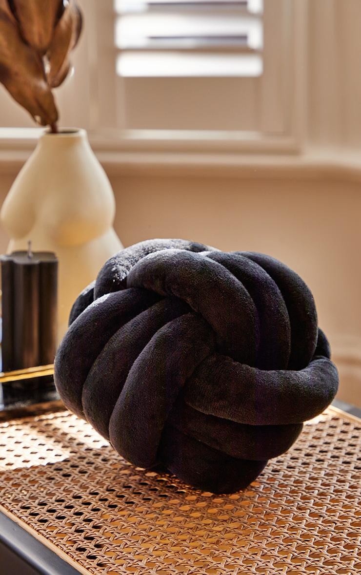 Black Knot Cushion 1