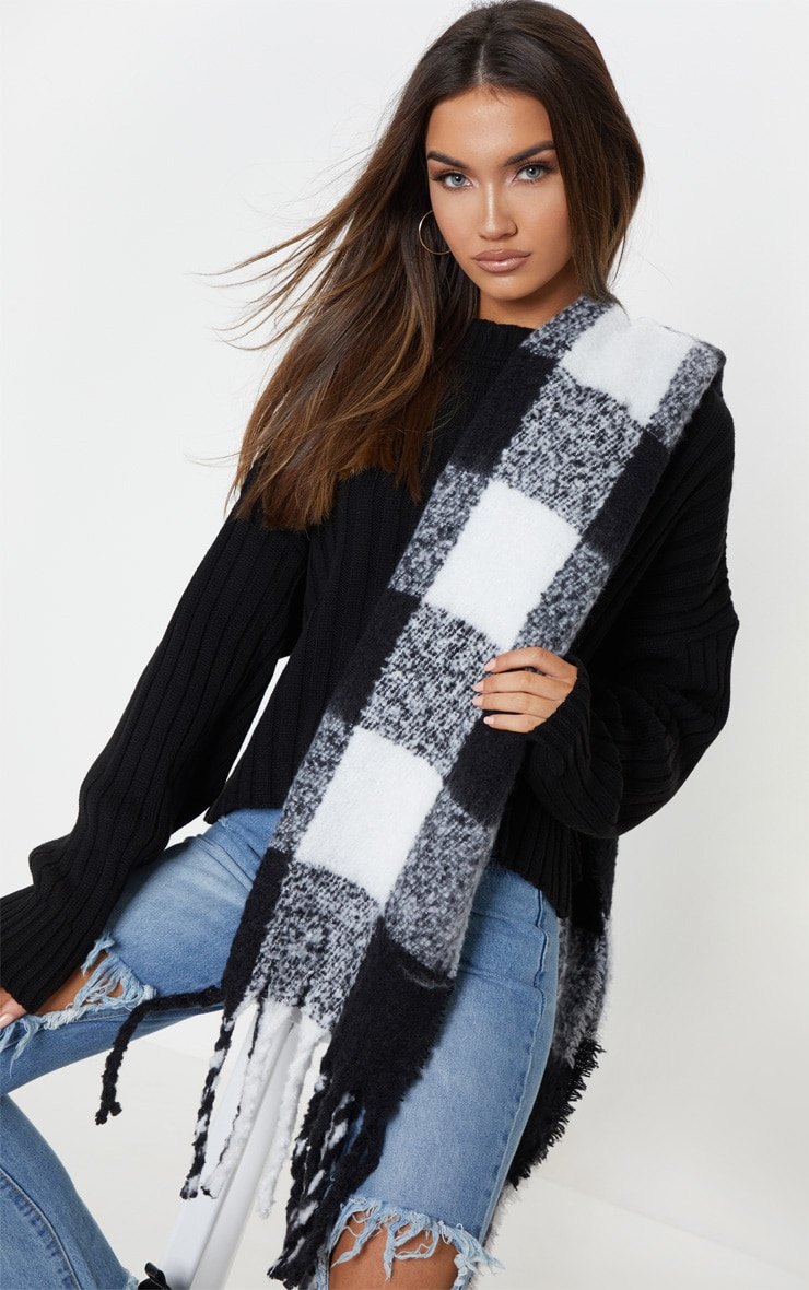 Black And White Check Blanket Tassel Scarf