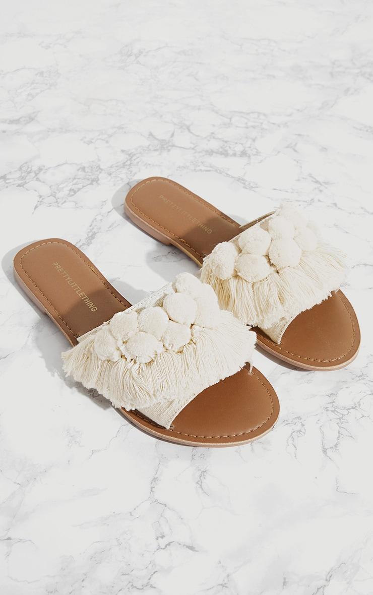 Sandales crème à pompons 1