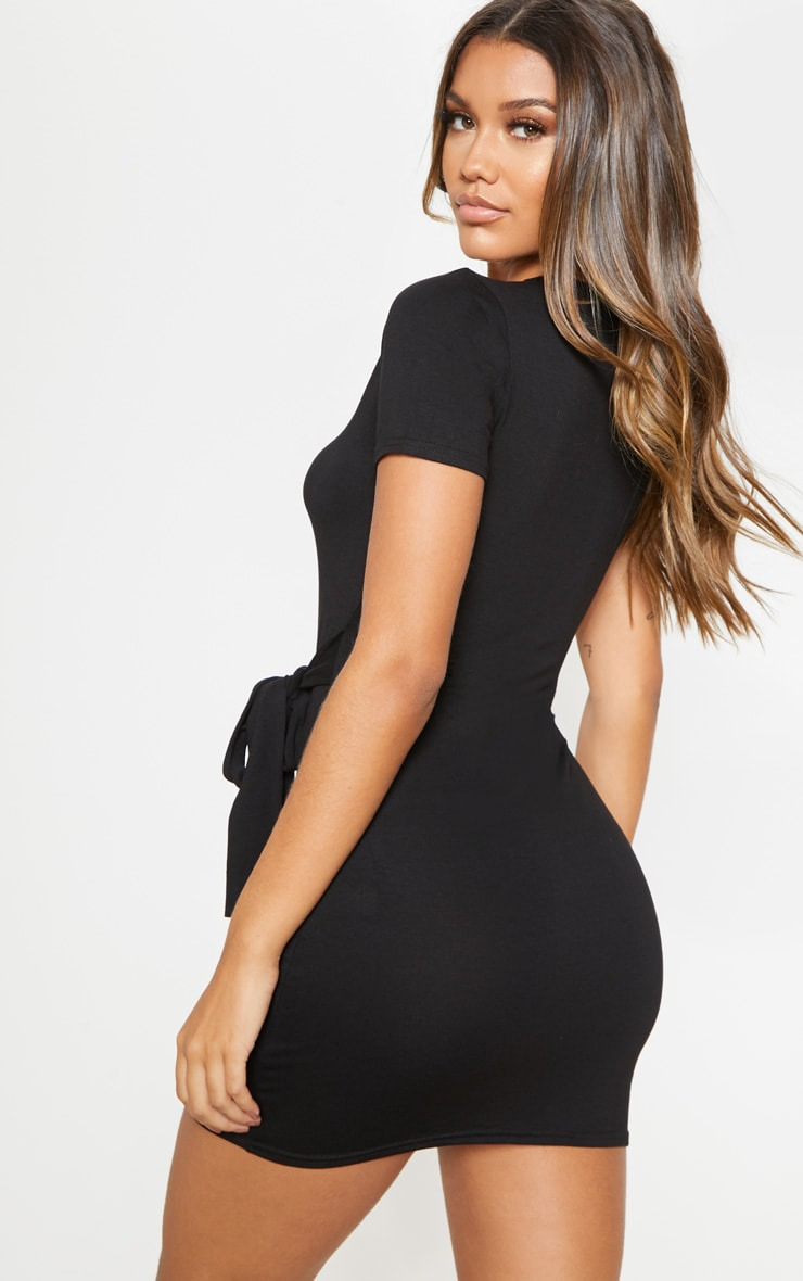Robe t-shirt noire à détail lien sur la taille 2