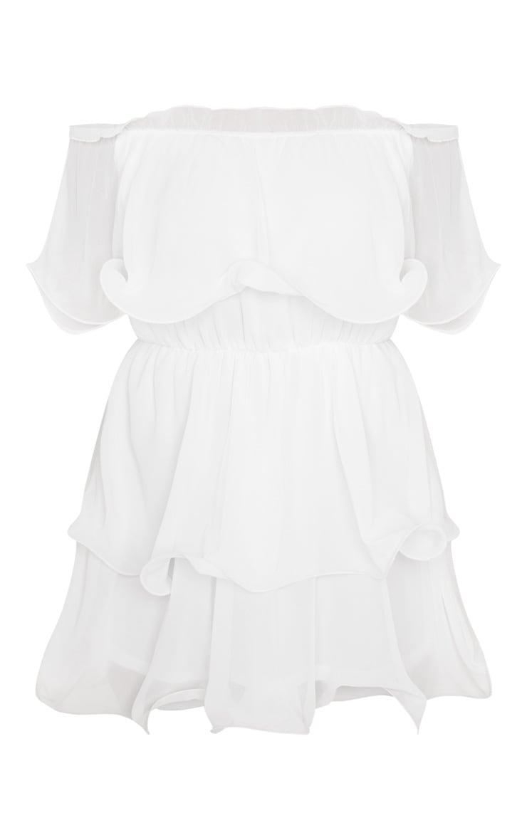 Robe blanche fluide à col bateau et volants 3