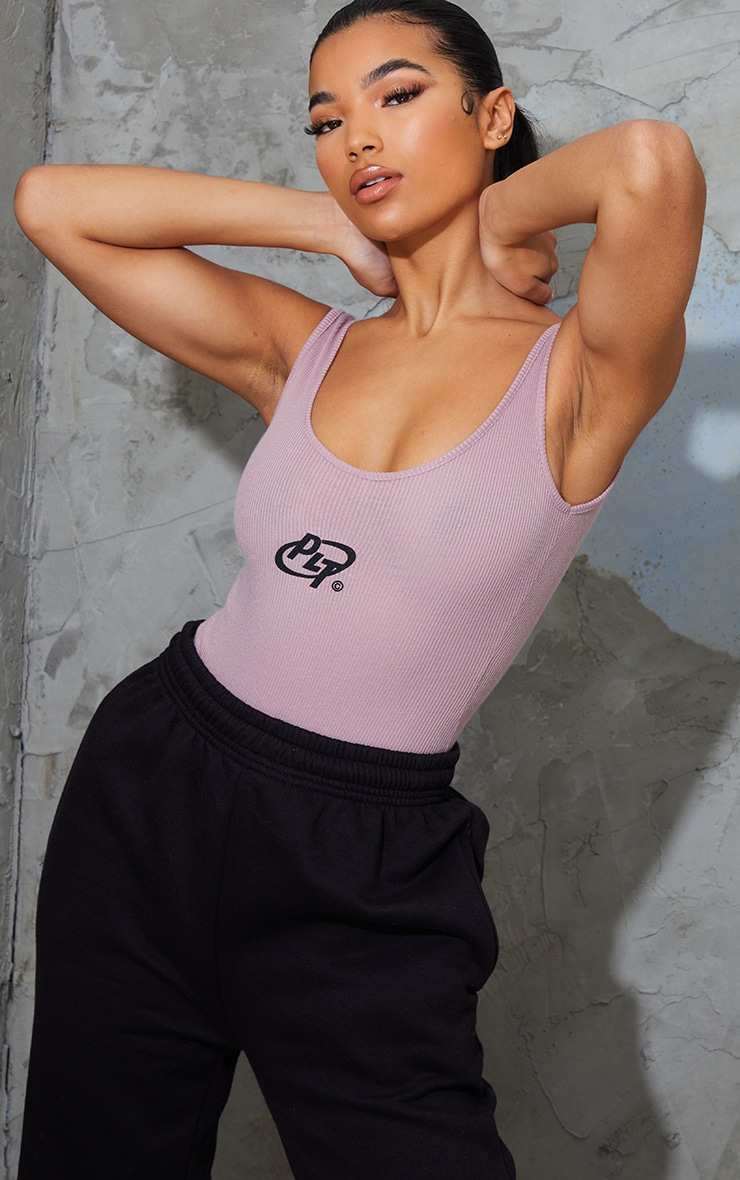 PRETTYLITTLETHING Mauve Rib Circle Logo Bodysuit 1
