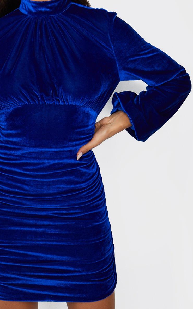 Robe moulante en velours bleu cobalt à col montant et manches ballon froncées 4