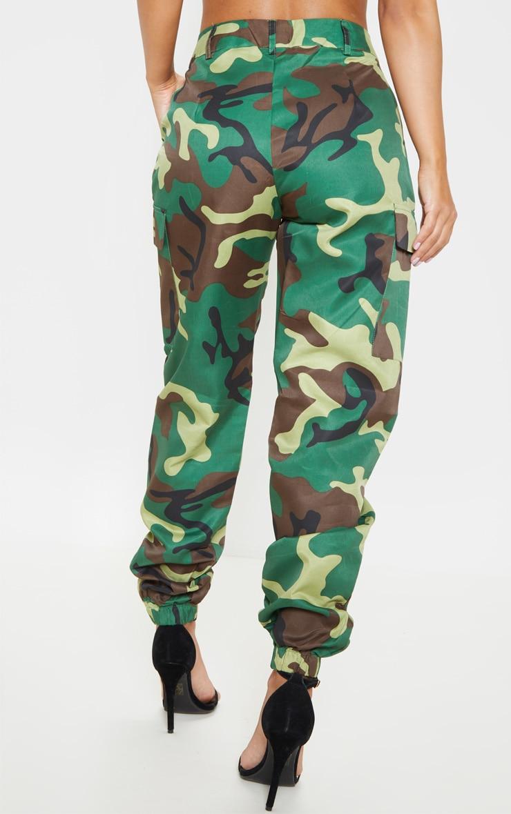 Petite - Pantalon cargo à imprimé camouflage vert  5