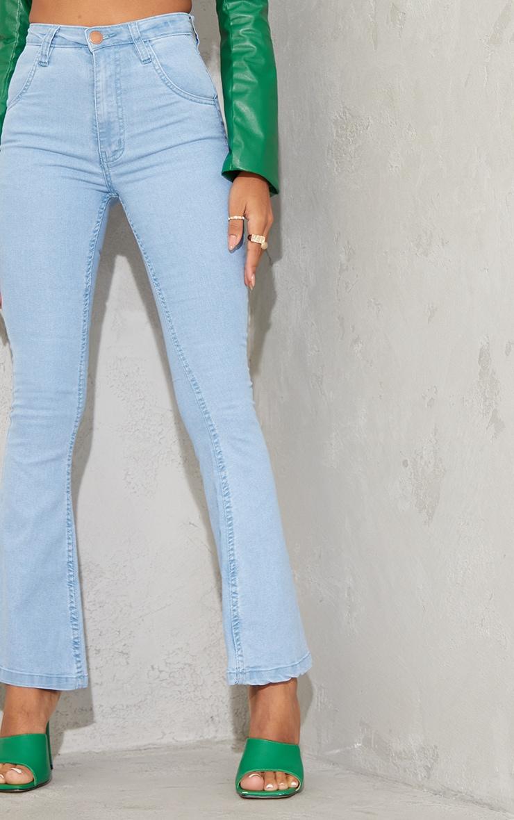بنطال جينز بقصة واسعة من الدنيم المطاطي بلون باهت فاتح مقاس صغير 4