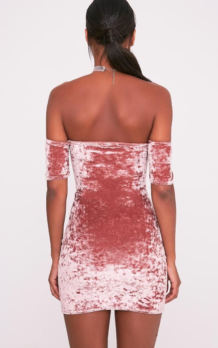 Cinda robe mini bardot rose cendré en velours à décolleté plongeant 2