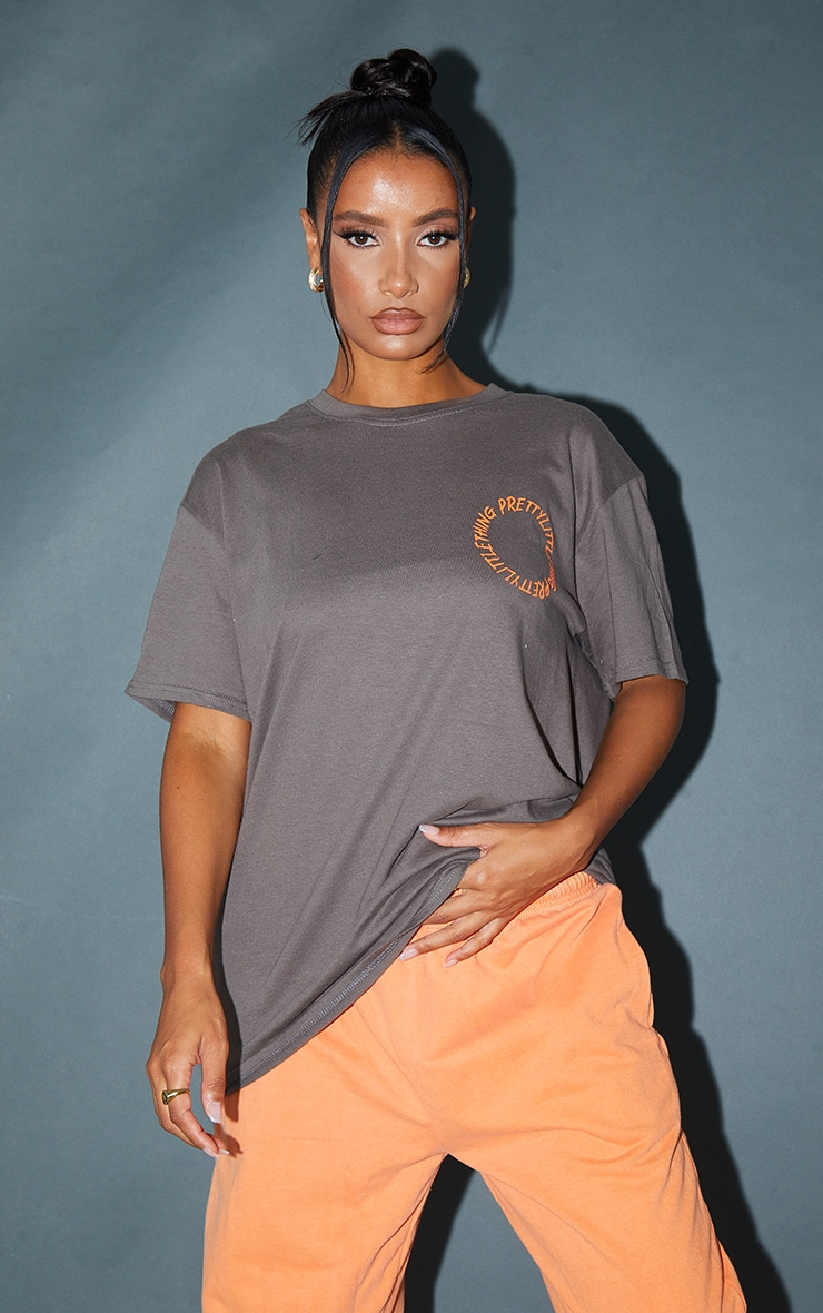 PRETTYLITTLETHING Charocal  Circle Back Printed T Shirt 2