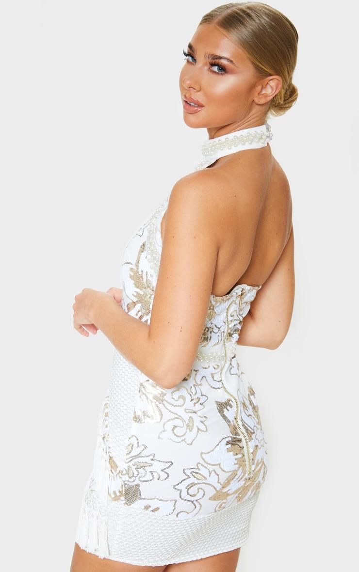 Charlyia Premium robe moulante blanche à dos nu ornée de sequins et de pampilles 2
