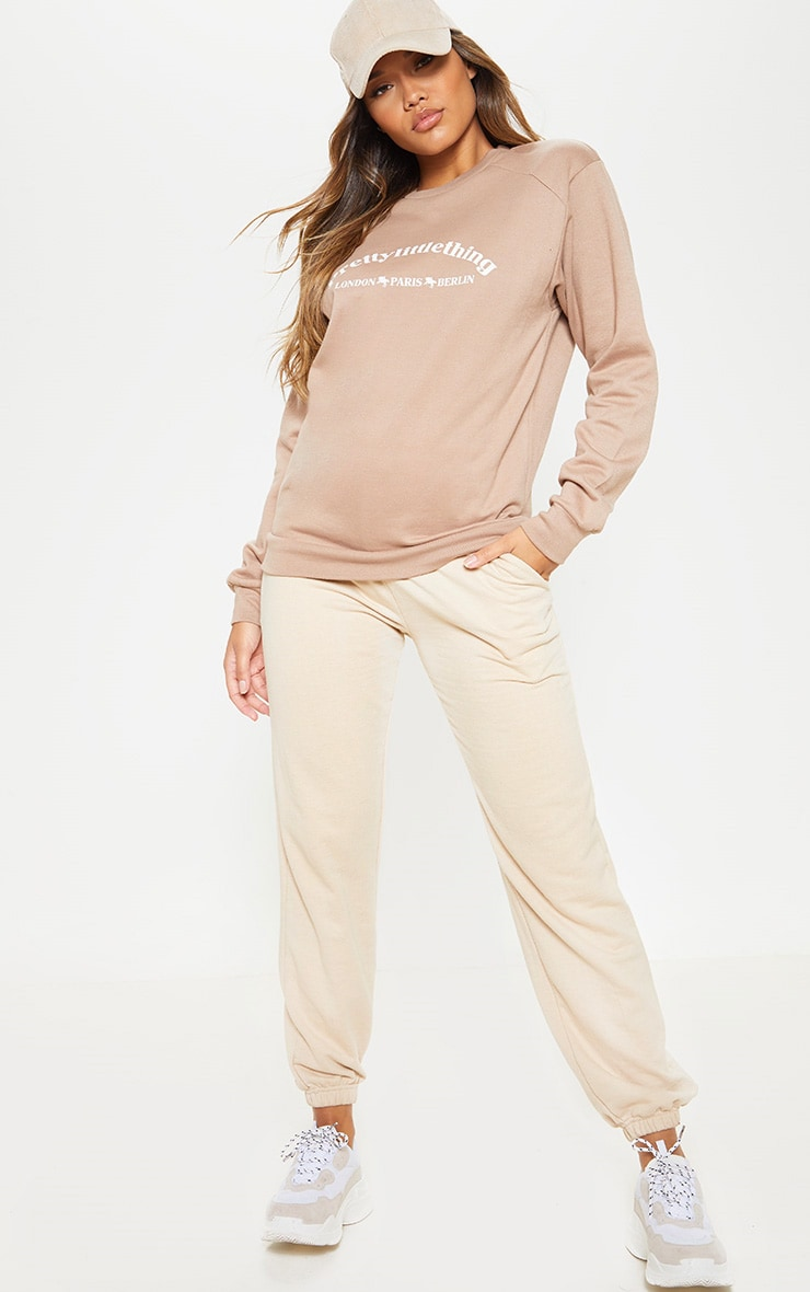 Sweat oversize taupe à slogan écriture PrettyLittleThing Europe 4