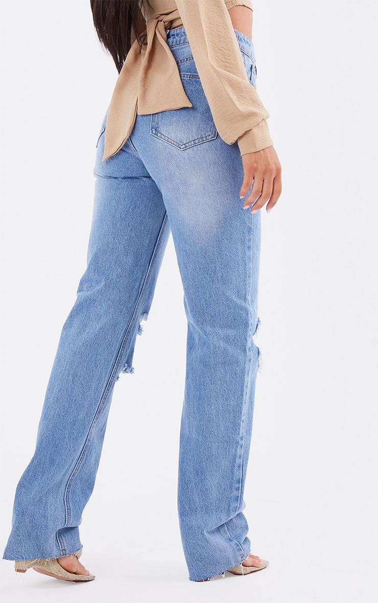 PRETTYLITTLETHING Mid Blue Wash Ripped Long Leg Straight Jeans 3