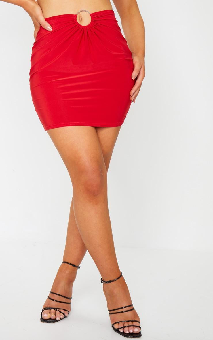 Mini-jupe slinky rouge à détail anneau 2