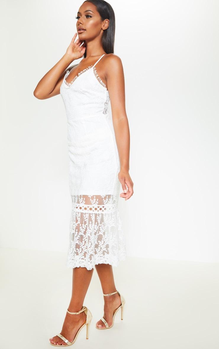 Robe mi-longue blanche en dentelle avec lien au dos 1