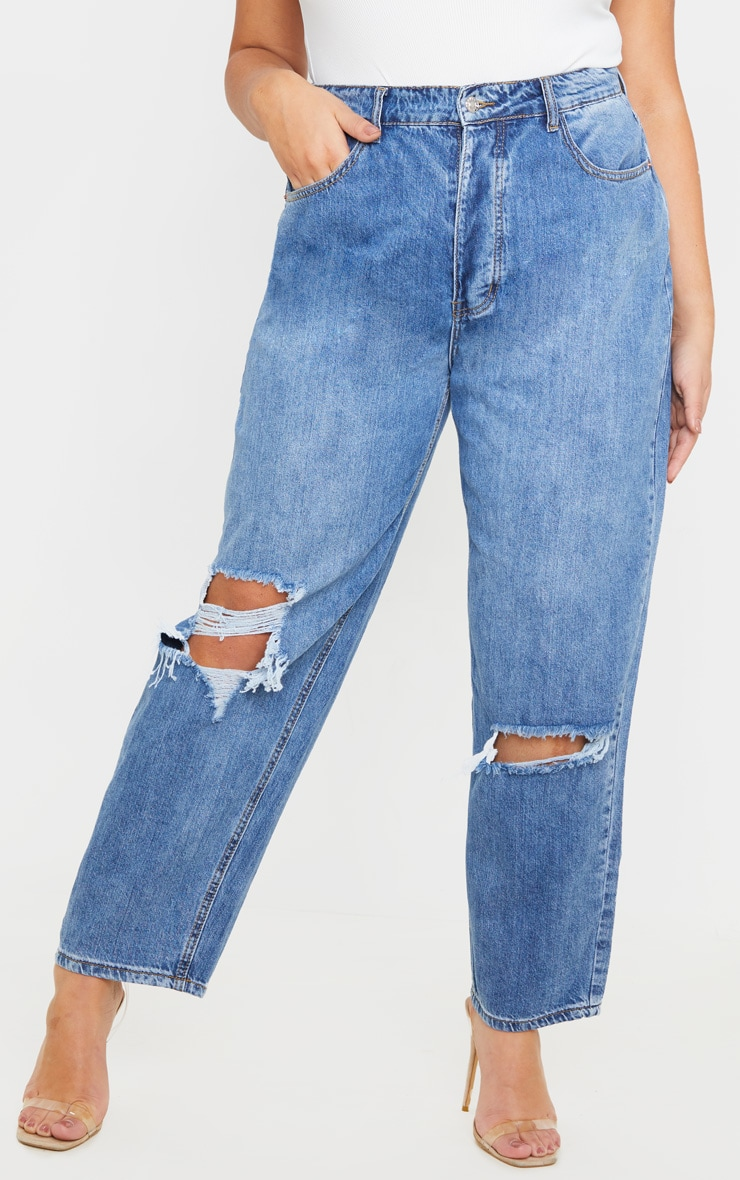 PRETTYLITTLETHING Plus Mid Wash Blue Knee Rip Boyfriend Jean 2