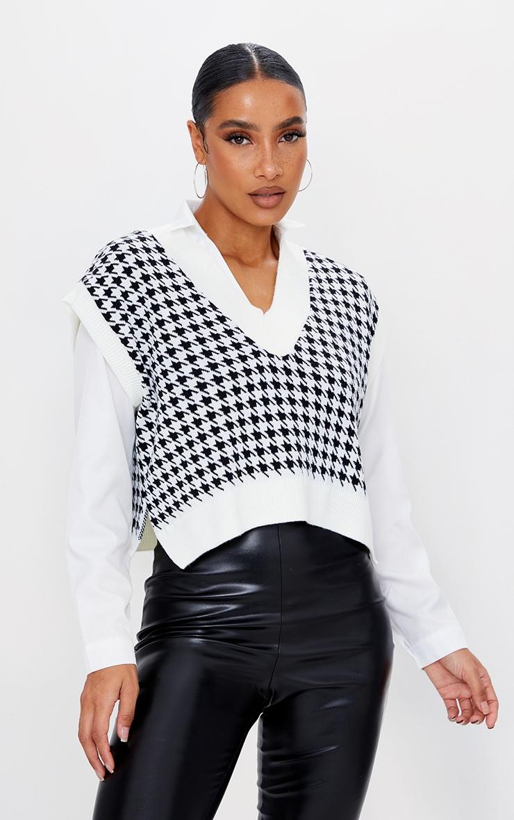Monochrome Crop V Neck Knitted Vest 1