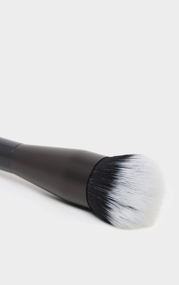 NYX PMU Pro Dual Fibre Foundation Brush 3