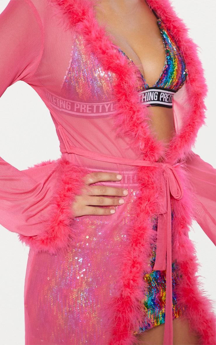 Longue veste rose transparente avec bordure en plumes 6
