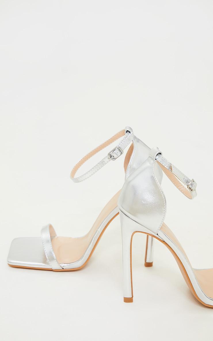 Sandales fines à lanières en similicuir argenté et talons 4