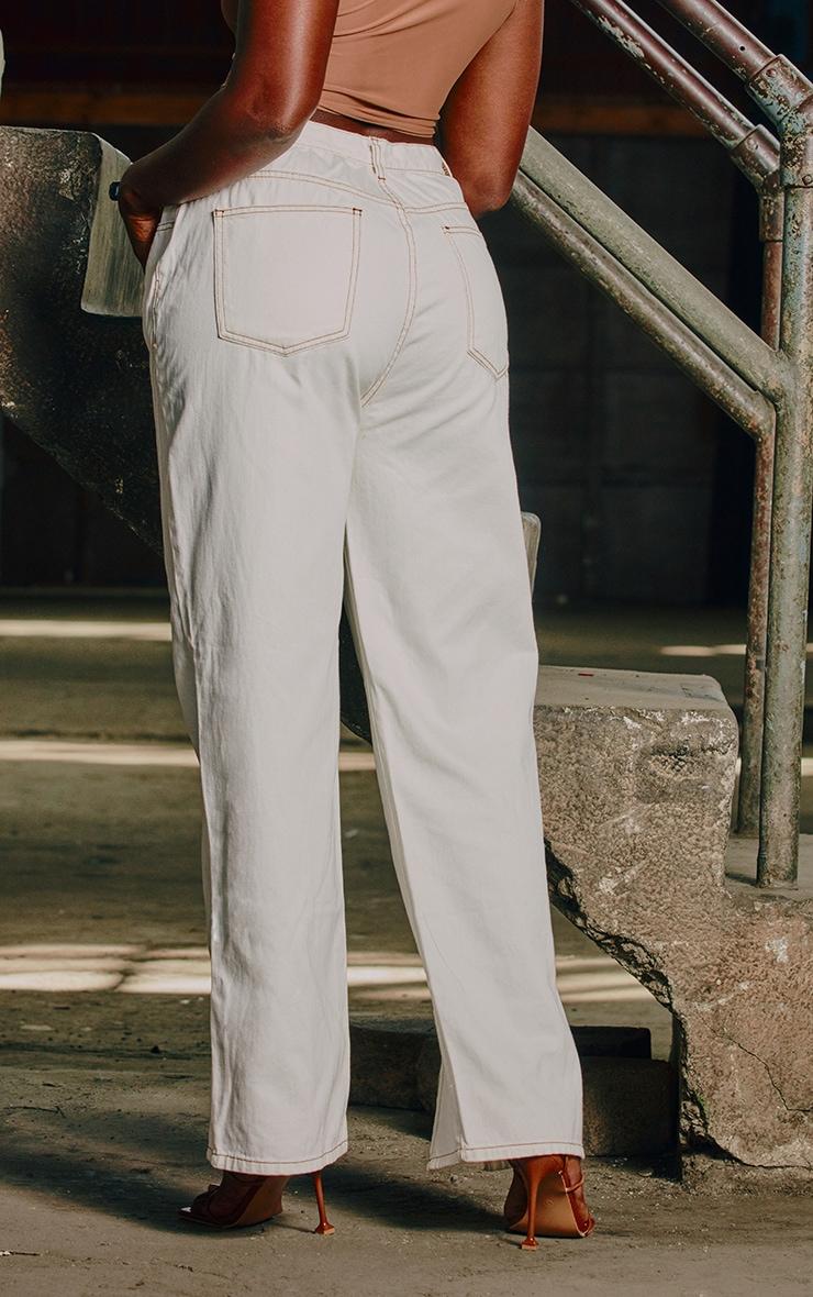 Jean blanc cassé à coutures contrastantes couleur tabac et fentes frontales 3