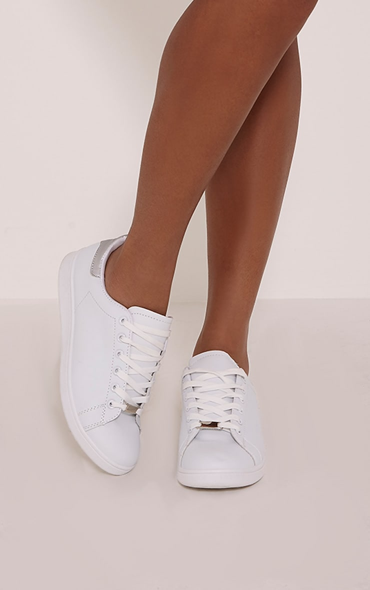 Ari White Casual Lace Up Trainers 1