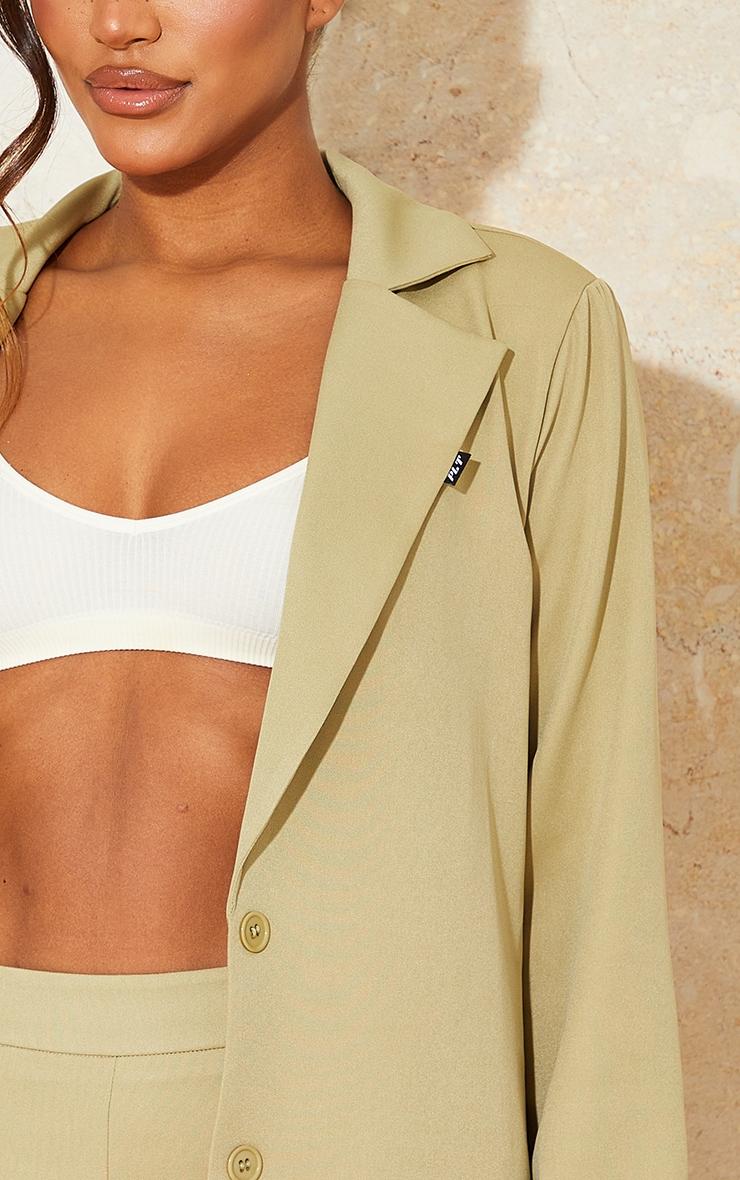 PRETTYLITTLETHING - Blazer oversize tissé kaki sauge à manches longues détail badge 4