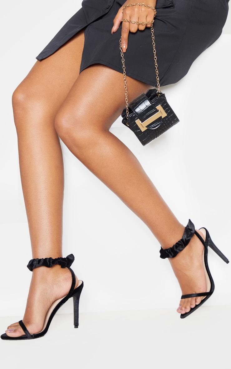 Sandales à talons en velours noires à bride cheville froissée 1