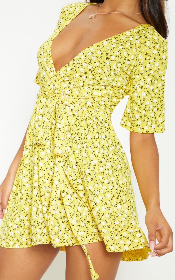 Robe cache-coeur jaune imprimé petites fleurs à volants 5