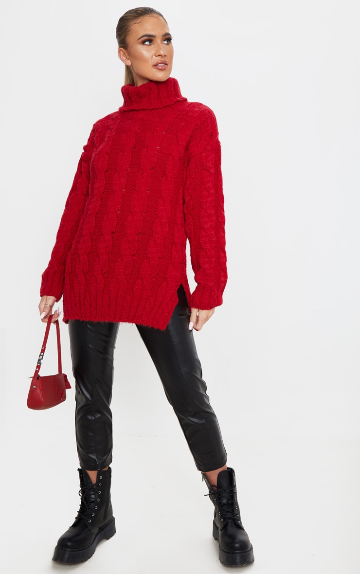 Pull long doux en maille tressée rouge 1
