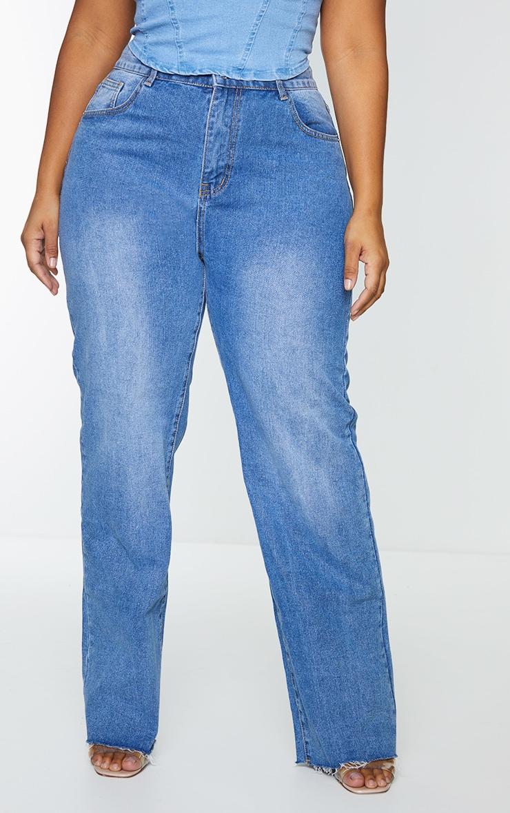 PRETTYLITTLETHING Plus Mid Blue Wash Long Leg Straight Jean 2