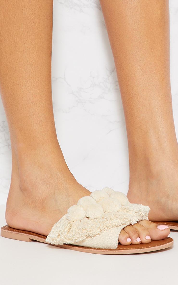 Sandales crème à pompons 5