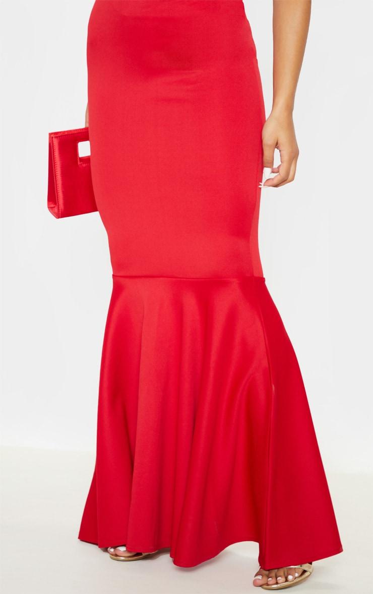 Robe longue à bretelles fines rouge et décolleté plongeant 4
