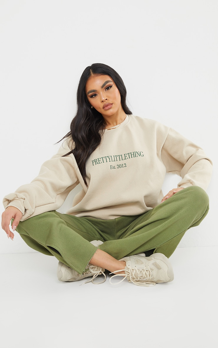 PRETTYLITTLETHING Sand Est 2012 Slogan Embroidered Sweatshirt 3