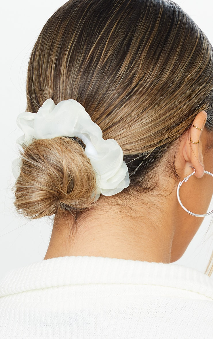 Pink And White Organza Scrunchies 1