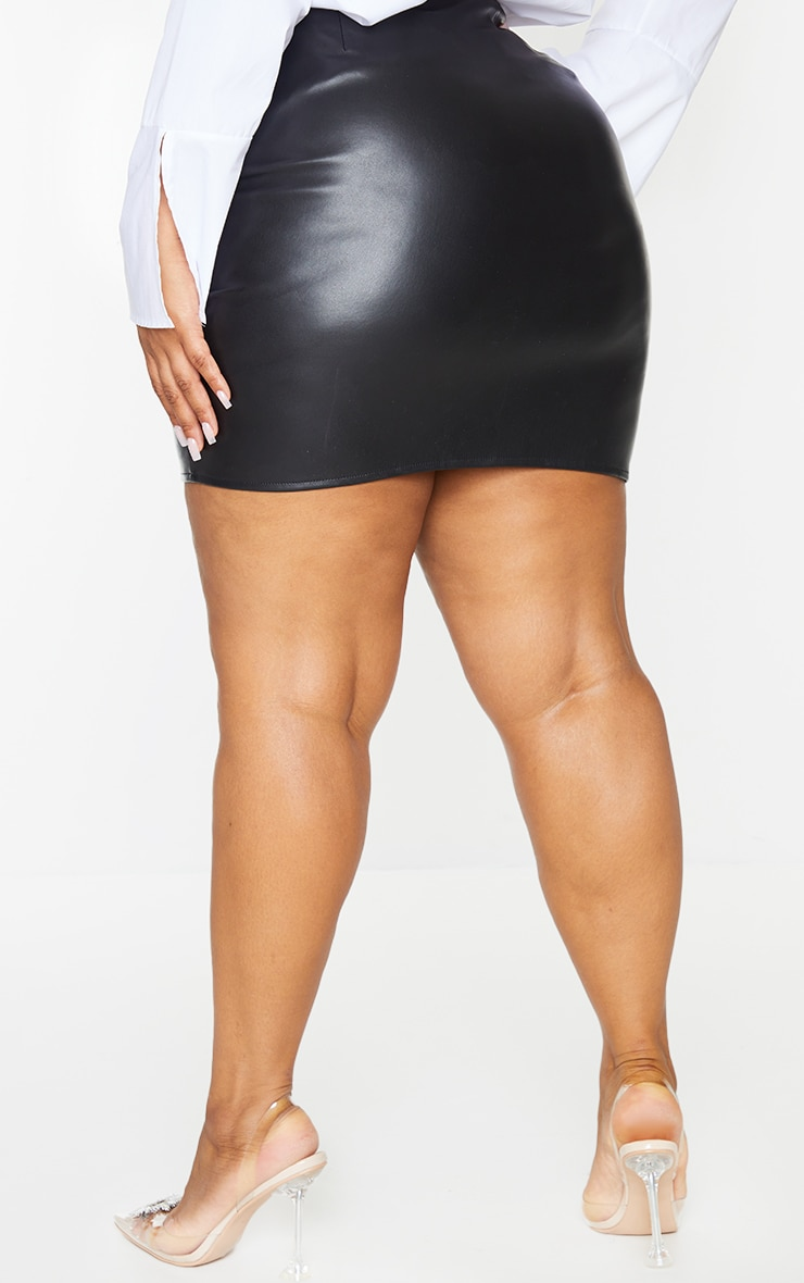 Plus Black Faux Leather V Front Ruched Mini Skirt 3