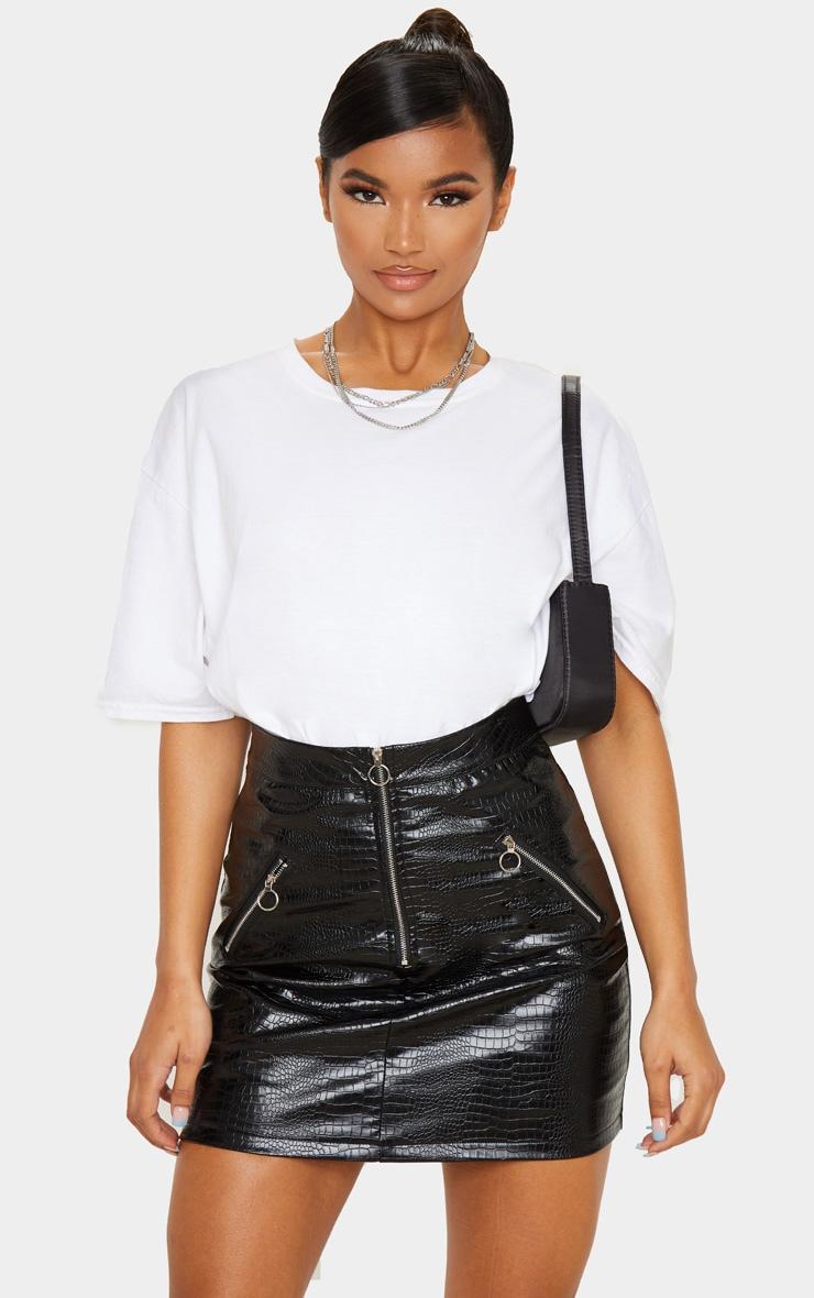 Mini-jupe en similicuir effet croco noir à détail zip 1