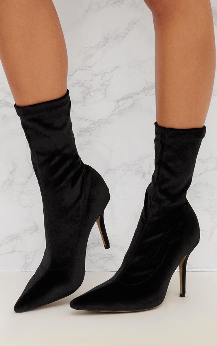 bottes chaussettes pointues noires en velours chaussures. Black Bedroom Furniture Sets. Home Design Ideas