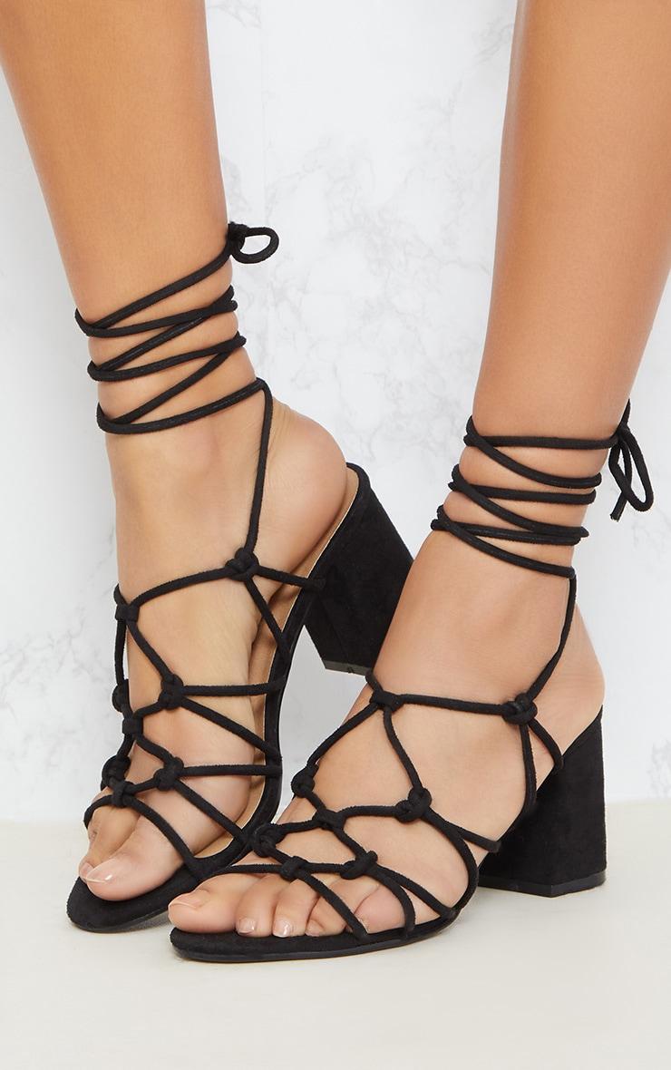 Sandales noires à talons et lacets montants 2