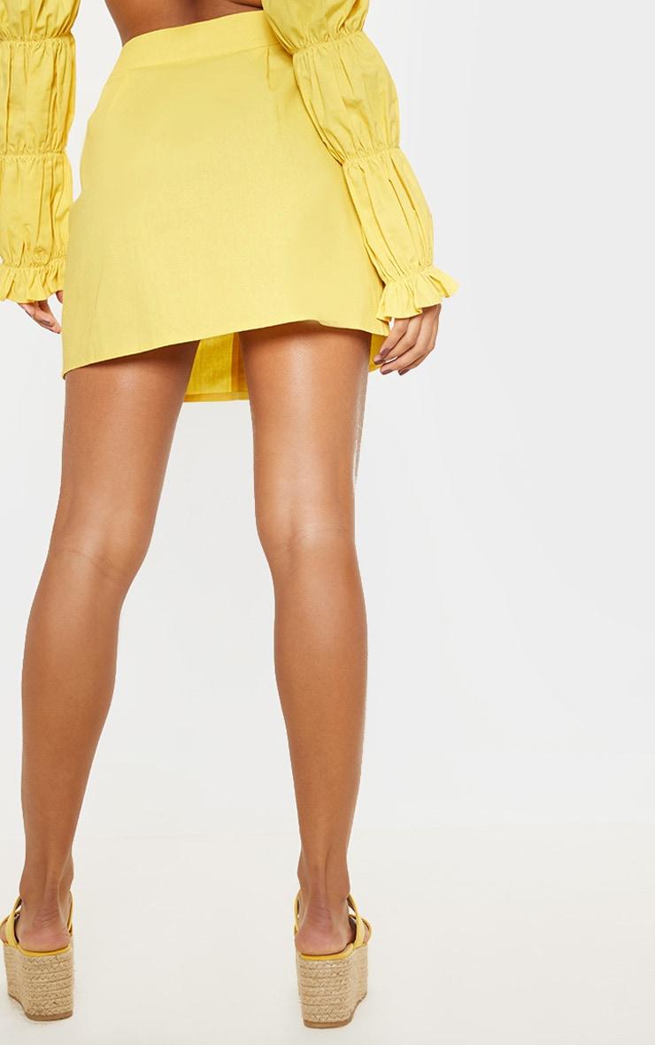 Mini-jupe jaune en coton à boutons devant 4
