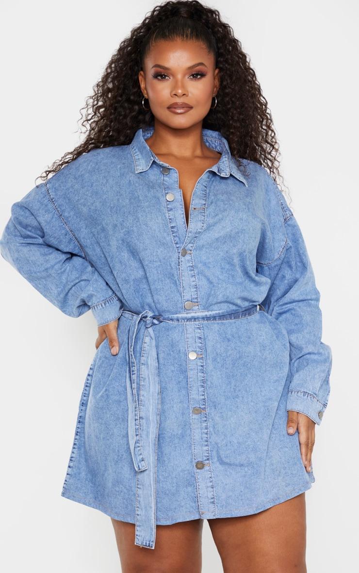PLT Plus - Robe en jean bleu moyennement délavé javelisé à détail ceinture 1