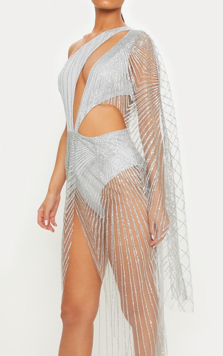 Robe longue en mesh argentée à paillettes à découpes et manche unique 4