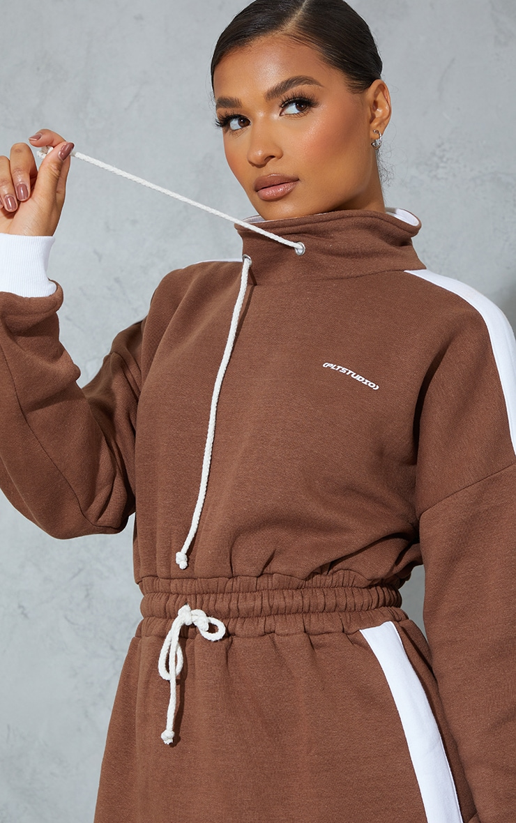PRETTYLITTLETHING Chocolate Contrast Drawstring Sweat Jumper Dress 4