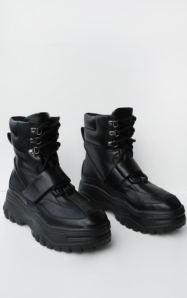 Bottes style randonnée très chunky noires à lacets et sangle  2