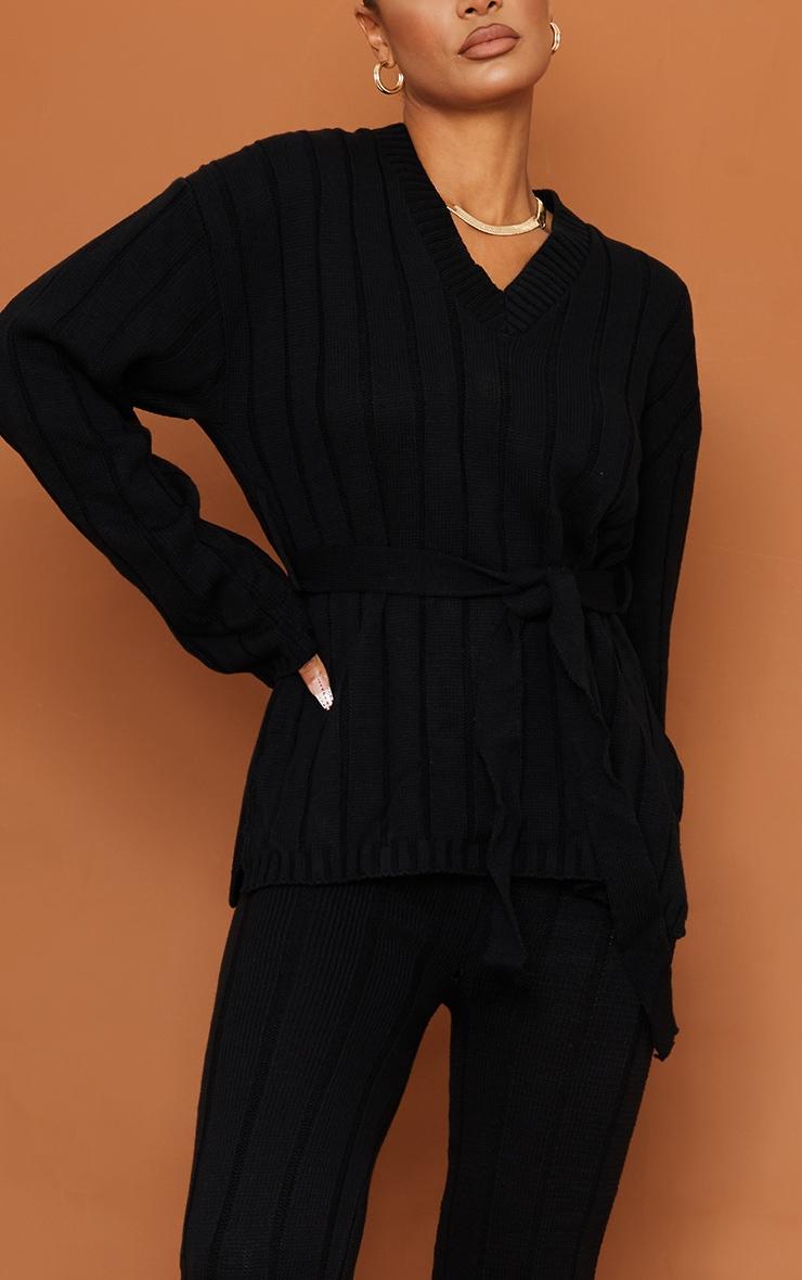 طقم مكون من كنزة طويلة مزودة بحزام للخصر مع سراويل ليجن طويلة، باللون الأسود 4