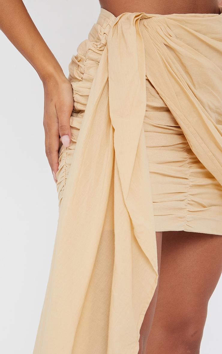 Mini-jupe beige froncée effet lin à devant drapé 5