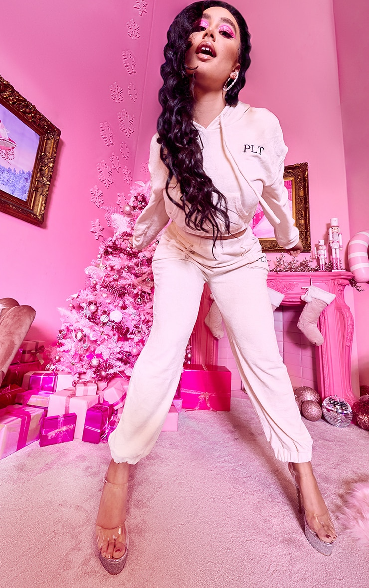 PRETTYLITTLETHING Plus Cream Rib Velour Joggers 1