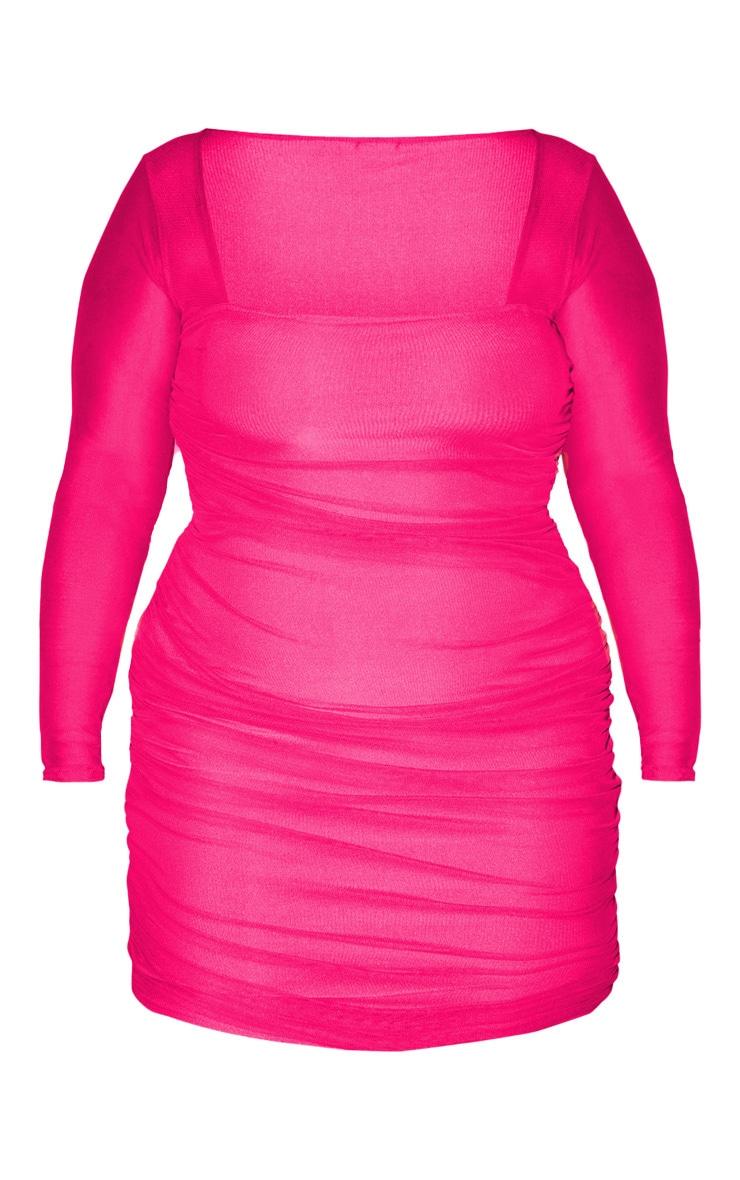 PLT Plus - Robe moulante froncée en mesh rose flashy 3