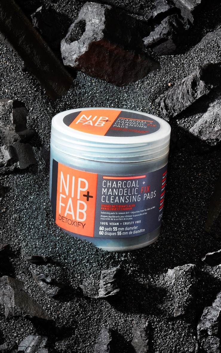 NIP+FAB Charcoal and Mandelic Acid Fix Daily Pads 1